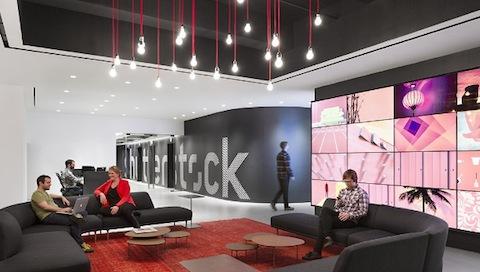 Ostentosas y modernas as son las nuevas oficinas de for Estilos de oficinas modernas