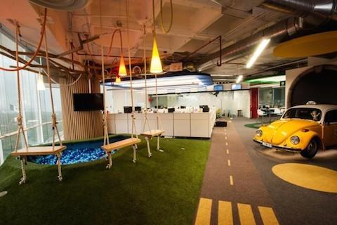 8 de las oficinas m s locas y creativas de google for Decoracion de oficinas creativas