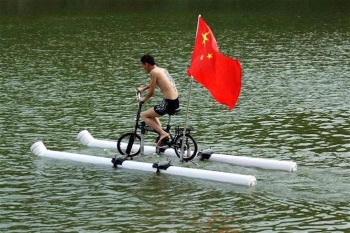 CHINA-Pedalear-sobre-el-agua-es-un-hecho