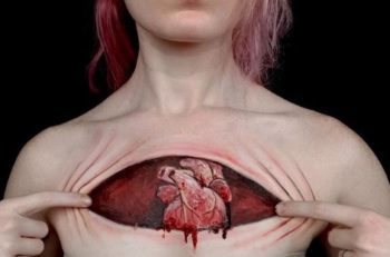 Jody Steel es una artista estadounidense reconocida por sus body paint hiperrealistas que graba en time lapse y sube a sus redes sociales.