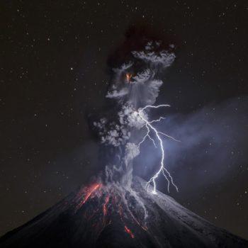 El Poder de la Naturaleza de Sergio Tapiro es una de las más de 350 mil fotografías de Sergio Tapiro al Volcán de Colima.