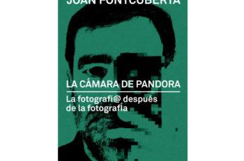 La Cámara de Pandora describe en ensayos casi poéticos, como se perdió poco a poco la fotografía tradicional con la llegada de la era digital.