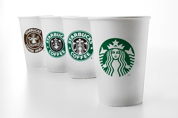 El logo de Starbucks tiene distintas teorías sobre el origen de la sirena de dos colas, pero sin duda todas están relacionadas al mar.