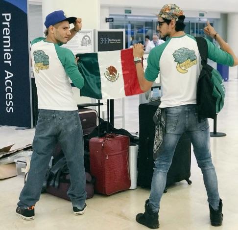 """Los mexicanos mejor conocidos como """"Banana Cospboys"""" obtuvieron el primer lugar del World Cosplay Summit 2018 con su caracterización de Chun Li y Dhalsim."""