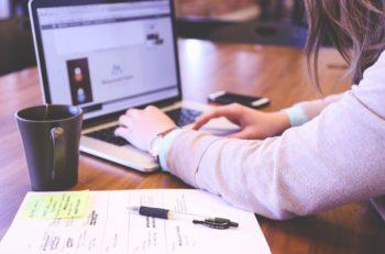 Un nuevo campo laboral surgió que conjunta Diseñadores Gráficos y la tecnología, es la creación de plantillas para que el usuario elabore distintos diseños.