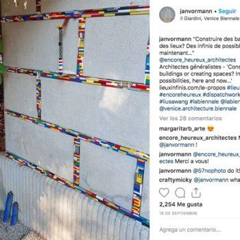 El artista Jan Vormann creó un movimiento llamado Dispatchwork que propone recuperar espacios públicos con piezas de Lego en lugares dañados.