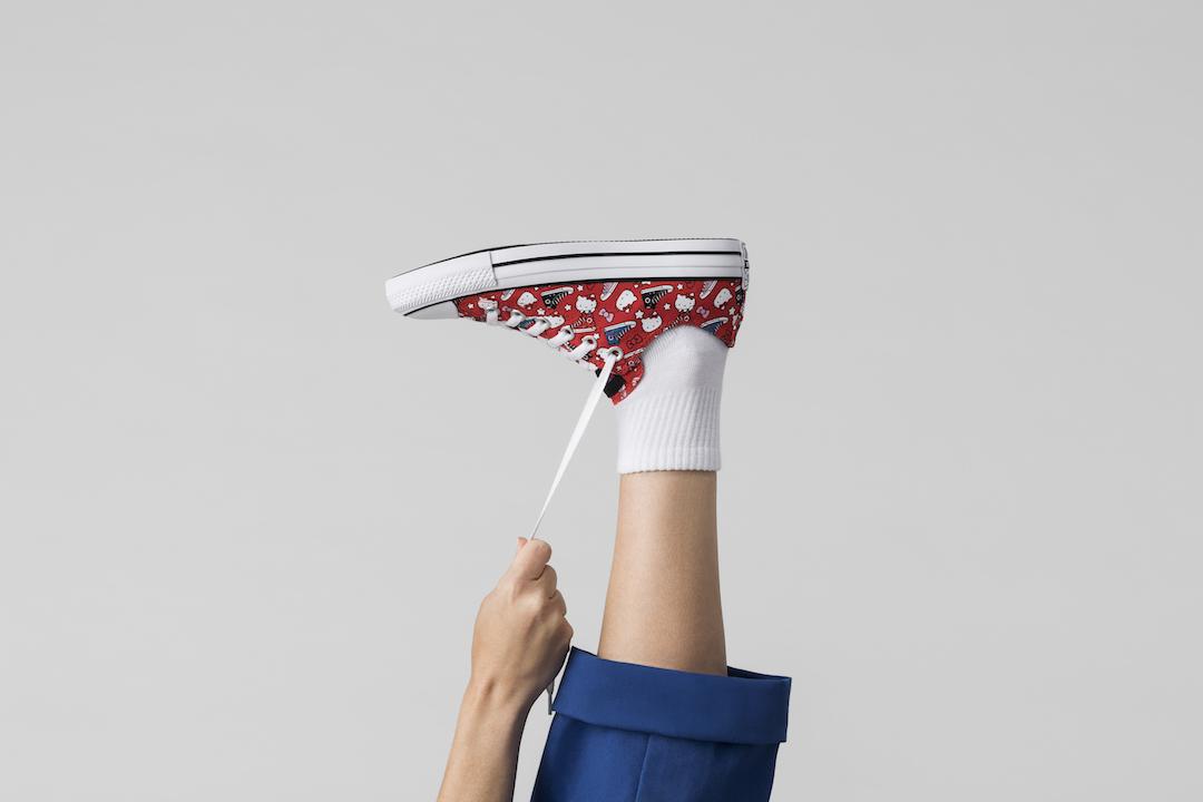 ¿Eres de los que se quedaron sin su par de los Converse X Hello Kitty? Inténtalo de nuevo con la nueva colección de tenis con diseño especial.