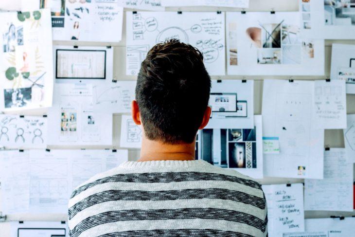 ¿Conoces el origen del Design Thinking? Te sorprendará saber que se remonta a la creación de una carrera de Diseño y que tiene más tiempo de lo que crees.