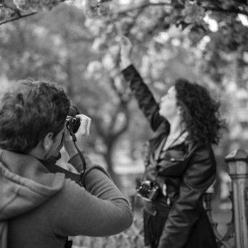 Este es el empleo para fotógrafos perfecto, incluye una paga de £ 80 mil libras anuales y viajes por todo el mundo, incluyendo eventos exclusivos.