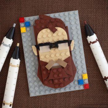 El artista Chris McVeigh realiza instructivos Lego para crear objetos cotidianos y no los que estamos acostumbrados como cámaras, comida, árboles, etcétera.