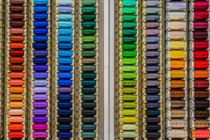 A la hora de pintar un negocio solemos elegir uno de nuestro agrado, pero es importante saber qué colores usar en los punto de venta para sacarle provecho.