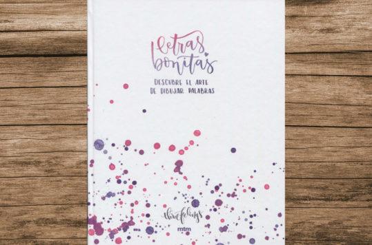 Letras Bonitas, Descubre el Arte de Dibujar Palabras es un libro para practicar tu caligrafía, como en los textos de la escuela pero con mayor entusiasmo.