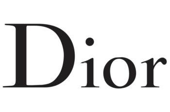 El logotipo de Dior podría parecer sencillo, pero ello obliga a destacar lo que roba las miradas, los diseños de la ropa y bolsos.