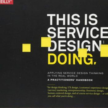 El libro This Is Service Design Doing establece una cultura centrada en el cliente en una organización, es decir diseñar una estructura funcional.