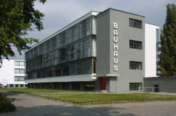Existen algunas características del estilo de la Bauhaus que significaron un parteaguas en la concepción del diseño y que aún se conservan.