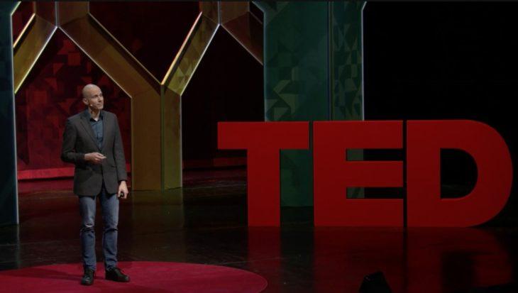 """Tim Harford presentó la Ted Talk """"Una manera poderosa de despertar tu creatividad natural"""" en la que explica la relación de la multitarea y creatividad."""