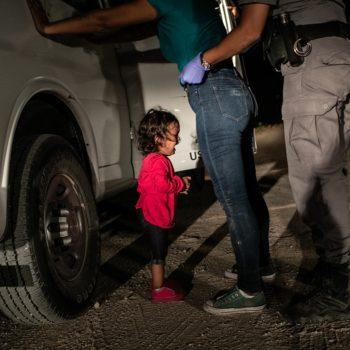 """La fotografía de John Moore """"Niña llorando en la frontera"""" es la ganadora del World Press Photo 2019, el premio más reconocido de Fotoperiodismo."""