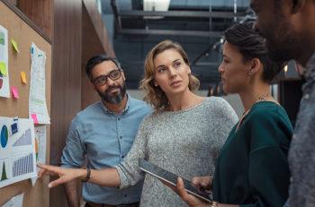 Un diseñador web y un estratega digital son profesiones totalmente diferentes, pero dado la proximidad de sus funciones, éstos son más unidos que antes.