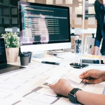 Aunque suele considerarse como una sola especialización, el diseño de UI, UX y IXD tienen características particulares que no deben confundirse.